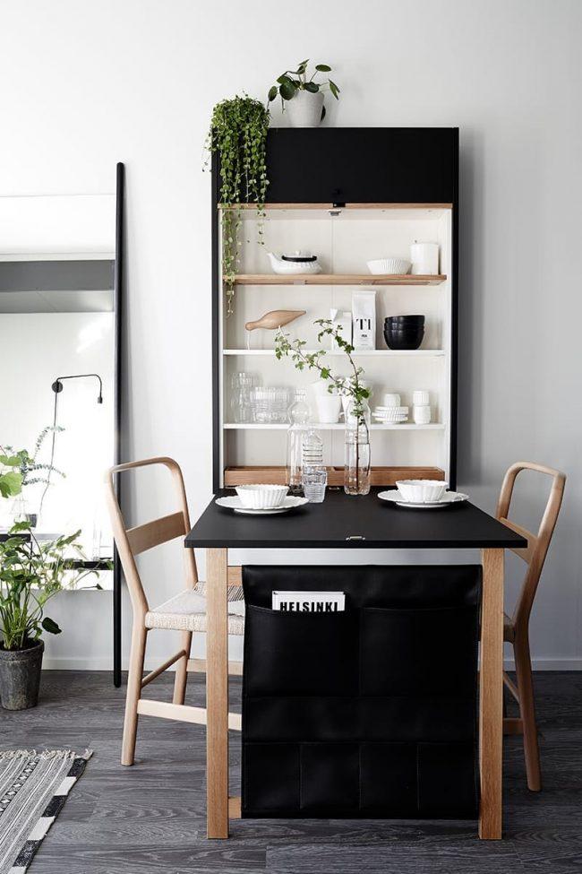 Качественное и простое крепление раскладного стола к стене, который выполняет две основные функции. Первая и основная функция – обеденное место, вторая второстепенная – хранения посуды и других кухонных мелочей