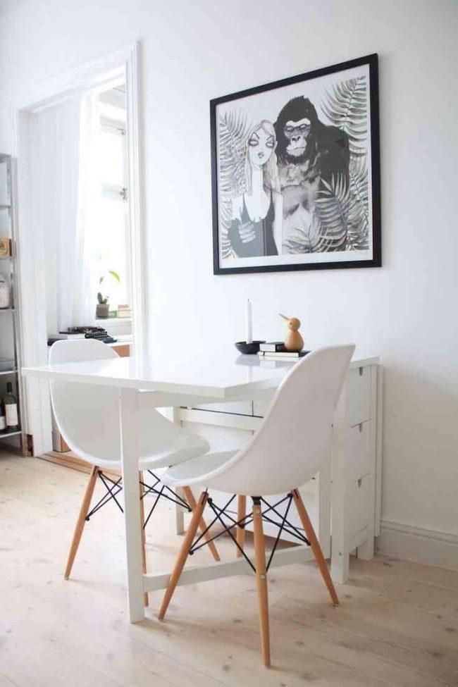 Простой в управлении и практичный раскладной стол-книжка в скандинавском интерьере кухни