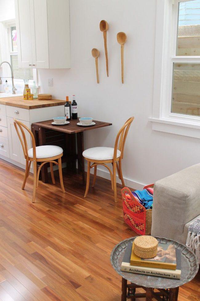 Компактный кухонный стол известного нидерландского бренда IKEA