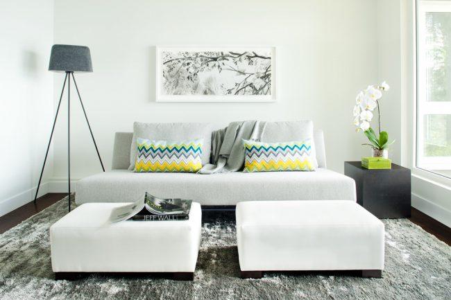 В наше время предоставлен широкий выбор различной мягкой мебели и диванов, каждая хозяйка может подобрать именно тот цвет, форму и модель которую она хочет