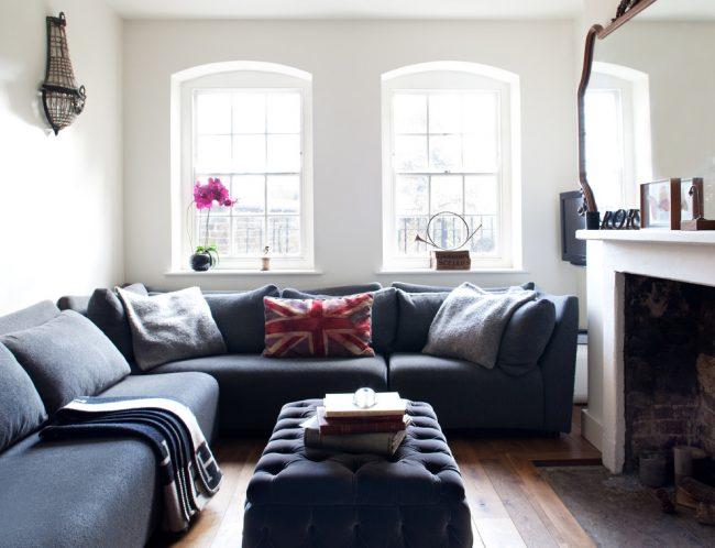 Угловой диван станет отличным решением для небольшого помещения, ведь он призван сэкономить драгоценные метры пространства