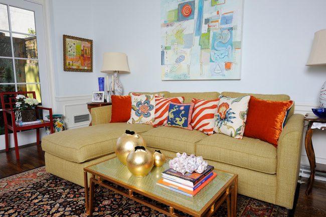 При выборе дивана важно обратить внимание не только на цвет, форму и стиль в котором сделан диван, а и его функциональность, механизм трансформации, а также наличие специального ящика для белья