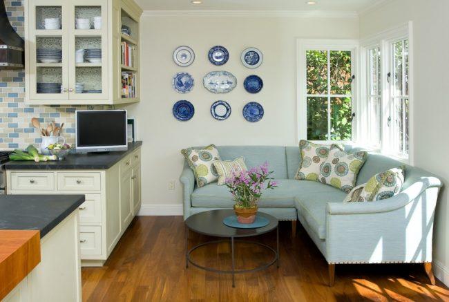 Кухня - одно из самых посещаемых мест в доме, каждая хозяйка мечтает об уютной и функциональной кухне, угловой диванчик поможет прибавить комфорта на кухне
