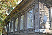 Фото 1 Наличник на окна в деревянном доме: декоративное украшение фасада и 70+ оригинальных примеров