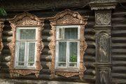 Фото 59 Наличник на окна в деревянном доме: декоративное украшение фасада и 70+ оригинальных примеров