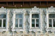 Фото 61 Наличник на окна в деревянном доме: декоративное украшение фасада и 70+ оригинальных примеров