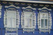 Фото 11 Наличник на окна в деревянном доме: декоративное украшение фасада и 70+ оригинальных примеров