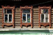 Фото 15 Наличник на окна в деревянном доме: декоративное украшение фасада и 70+ оригинальных примеров