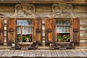 Фото 17 Наличник на окна в деревянном доме: декоративное украшение фасада и 70+ оригинальных примеров