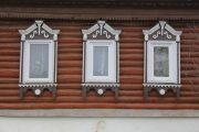 Фото 24 Наличник на окна в деревянном доме: декоративное украшение фасада и 70+ оригинальных примеров