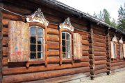 Фото 36 Наличник на окна в деревянном доме: декоративное украшение фасада и 70+ оригинальных примеров