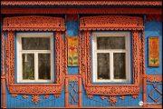 Фото 37 Наличник на окна в деревянном доме: декоративное украшение фасада и 70+ оригинальных примеров