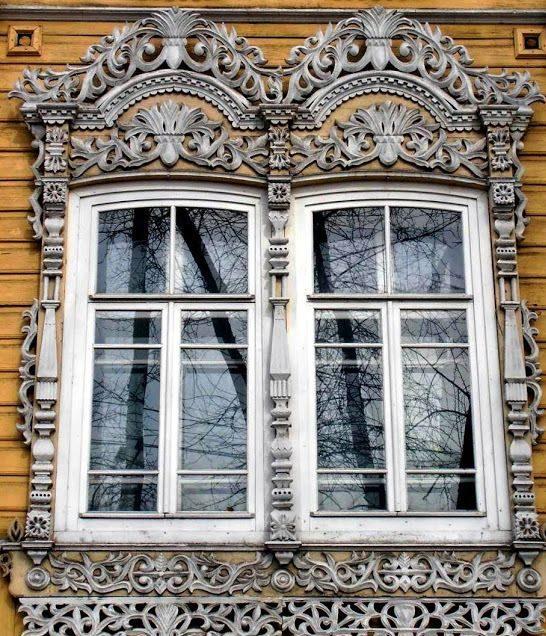 Деревянные наличники возрастом более 100 лет в одним из сел Свердловской области