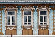 Фото 42 Наличник на окна в деревянном доме: декоративное украшение фасада и 70+ оригинальных примеров