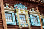 Фото 51 Наличник на окна в деревянном доме: декоративное украшение фасада и 70+ оригинальных примеров