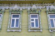 Фото 57 Наличник на окна в деревянном доме: декоративное украшение фасада и 70+ оригинальных примеров