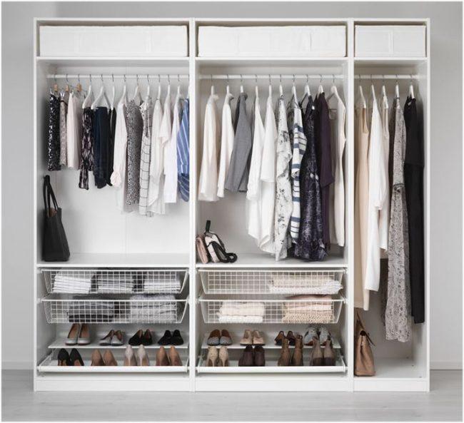 Небольшой двухметровый шкаф-купе с интересными дышащими ящичками и двойной полкой для обуви
