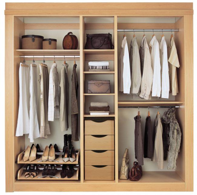 Удобные небольшие выдвижные ящики для мелких предметов гардероба