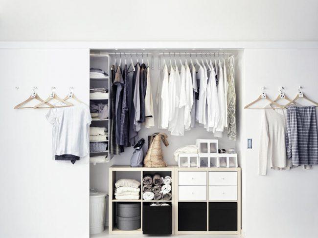 Длинный шкаф - купе в спальне без антресолей