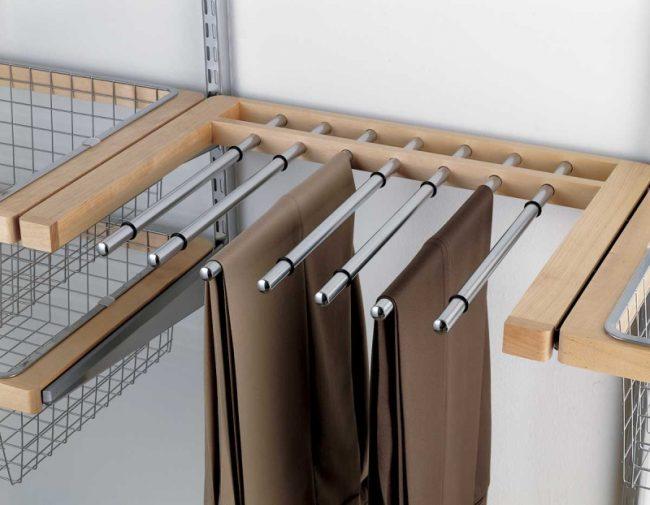 Практична вешалка для хранения брюк