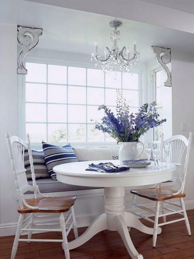 Белый ламинированный стол на кухне в стиле «прованс»