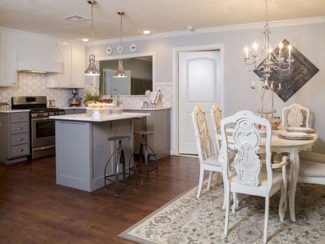 Отсутствие углов и белая цветовая гамма делают кухню особенно уютной