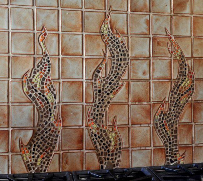 Плитка, имитирующая мозаику: такая придаст всей кухне изящный вид, и при этом сэкономит вам денежные средства