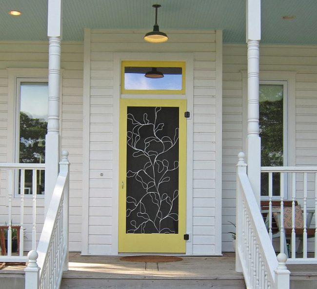 Дизайнерское оформление пластиковой входной двери для частного дома
