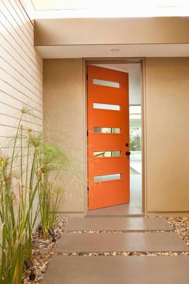 Пластиковые входные двери и пластиковая отделка частного дома защищает от возгораемости