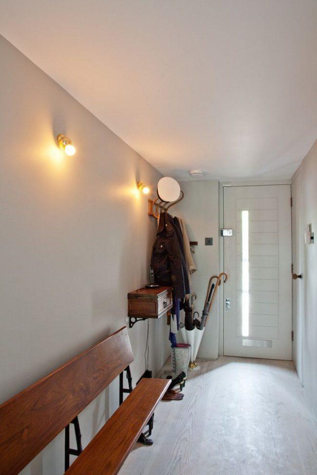 Узкие пластиковые входные двери для частного дома дизайнерского оформления