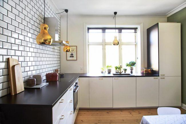 """Плитка """"кабанчик"""" в интерьере кухни смотрится гораздо интереснее чем обычная классическая керамическая плитка"""