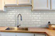 Фото 35 Плитка кабанчик на фартук кухни: виды облицовки и 80 трендовых кухонных интерьеров