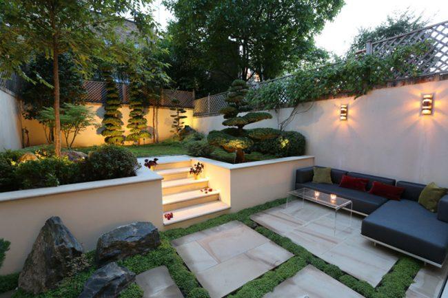 Ландшафтный дизайн придомового участка с хорошим освещением