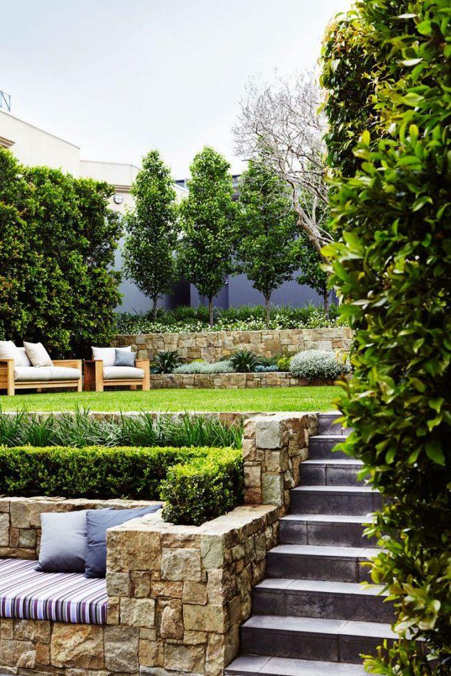 Подпорные стенки в ландшафтном дизайне: фото - рациональное использование садовой площади с помощью укрепляющей стенки
