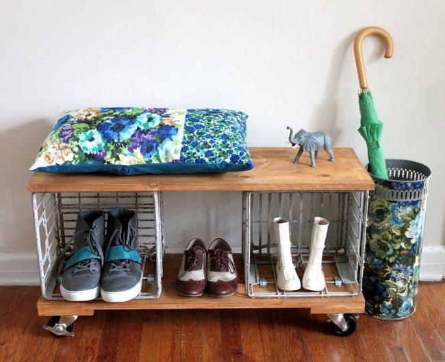 Удобная и передвижная полочка для обуви на колесиках