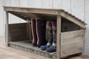 Фото 22 Полки для обуви в прихожую: 70 потрясающих идей для коридора своими руками