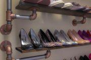 Фото 25 Полки для обуви в прихожую: 70 потрясающих идей для коридора своими руками