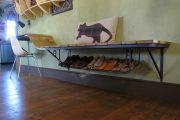 Фото 26 Полки для обуви в прихожую: 70 потрясающих идей для коридора своими руками