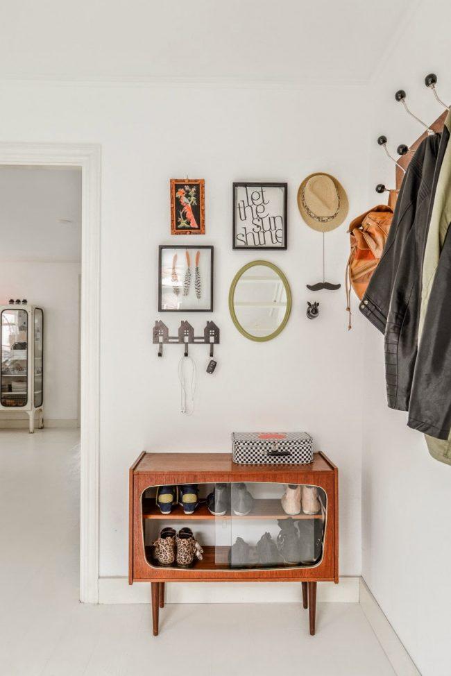 Ретро мебель отлично подойдет для шкафчика под обувь