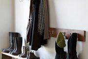 Фото 32 Полки для обуви в прихожую: 70 потрясающих идей для коридора своими руками