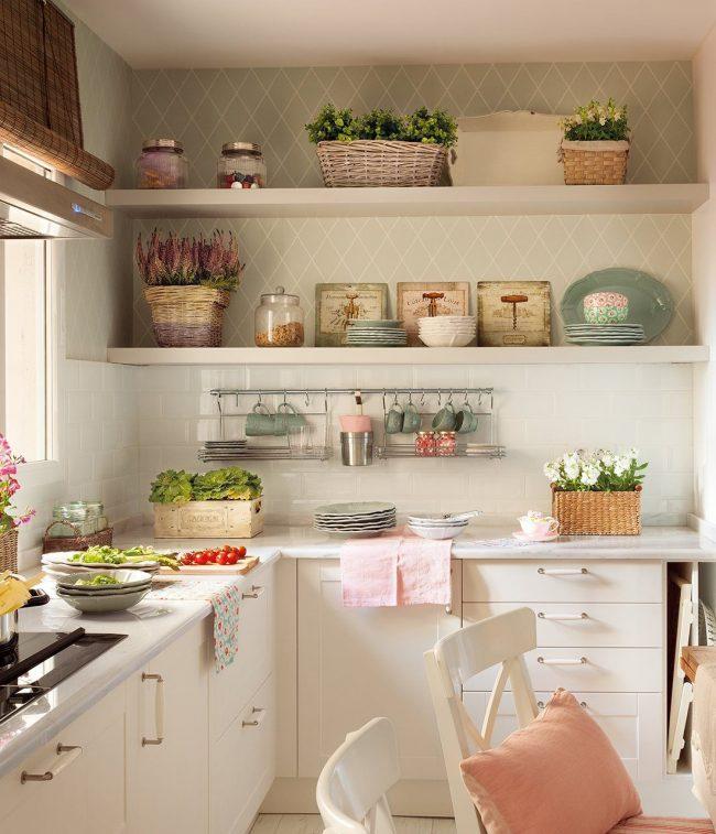 Преобладание бежевых и пастельных цветов в кухне «прованс»