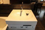 Фото 26 Раковина над стиральной машиной: особенности установки и 85+ продуманных решений для функциональной ванной комнаты (2019)
