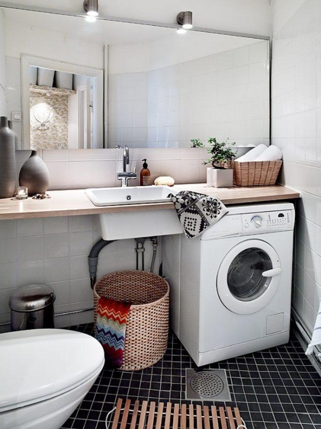 Для просторной ванной комнаты подойдет раковина, вмонтированная в столешницу, рядом со стиральной машиной