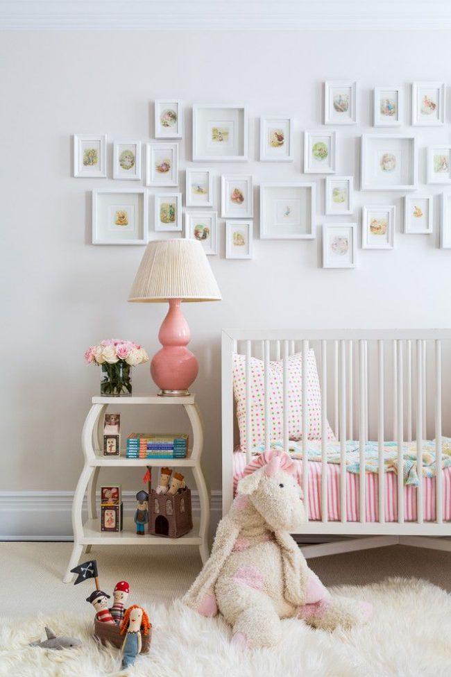 Сказочные иллюстрации для детской комнаты оригинальной компоновки, сочетающей рамы разного размера
