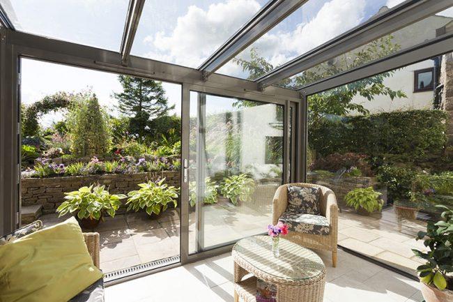 Раздвижные окна для террасы: каркас террасы из металлопрофиля с окнами раздвижного типа