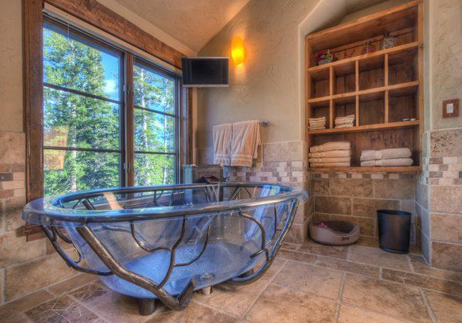 """Спокойный образ ванной комнаты благодаря """"короеду"""""""