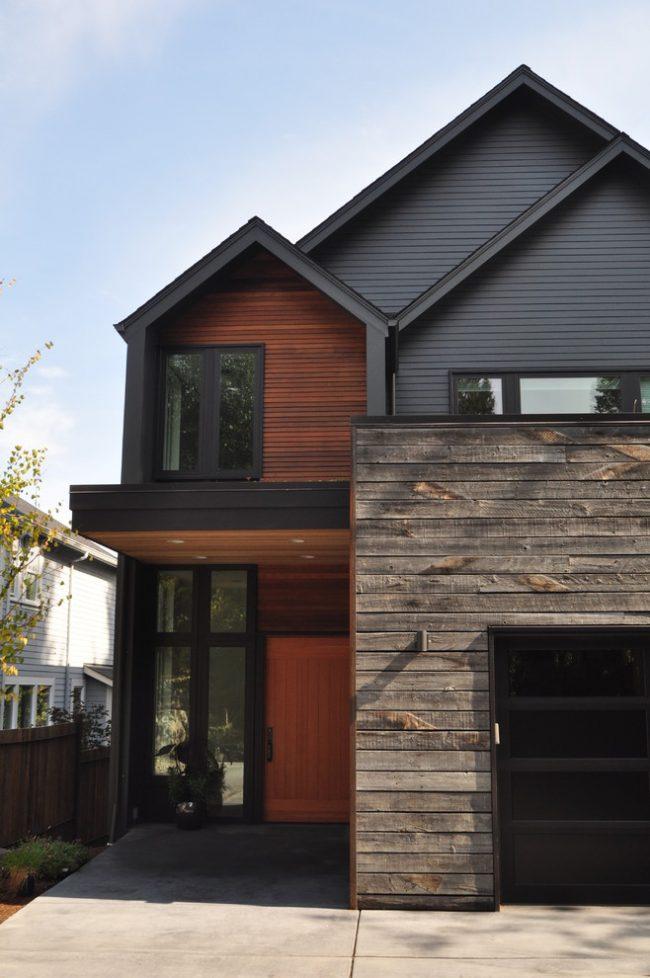 Обшивка фасада дома сайдингом в нескольких цветовых решениях
