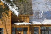 Фото 14 Обшитые сайдингом под бревно и кирпич дома: 75 практичных и доступных реализаций отделки
