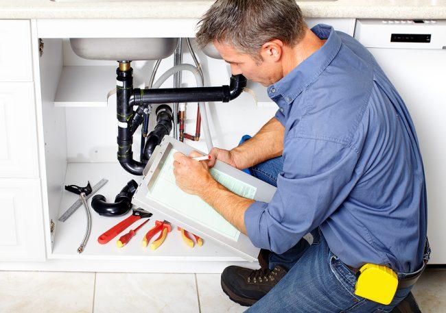 Установить сифон на кухне можно своими руками, это не составит особого труда