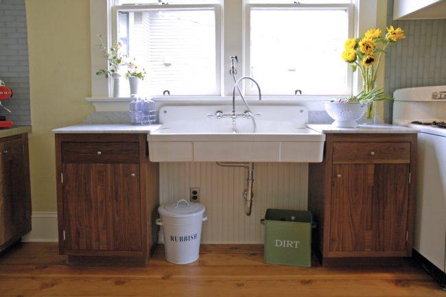 Кухонная двойная раковина с металлическим сифоном